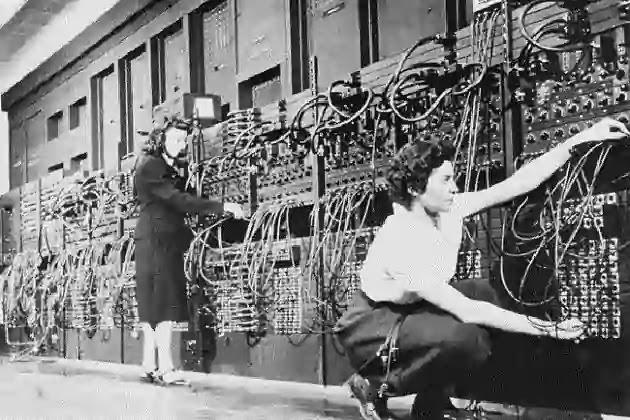 ENIAC Komputer Generasi Pertama