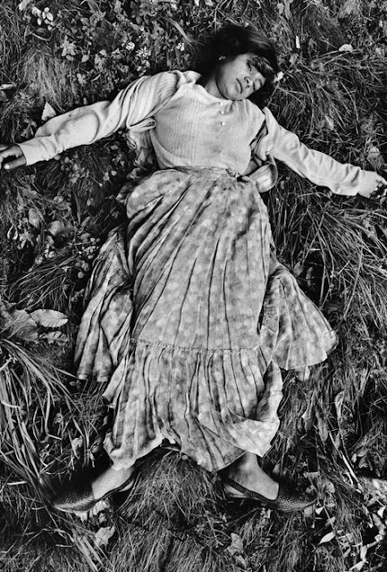 20 Black and White Photographs of Gypsies from between the