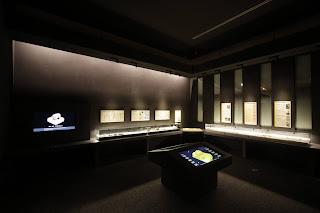 普段の金印関連展示コーナーの様子。金印をあらゆる角度から観察できる大型モニター、古代中国のさまざまな印章、金印に関する研究の歴史に関する資料などがある。