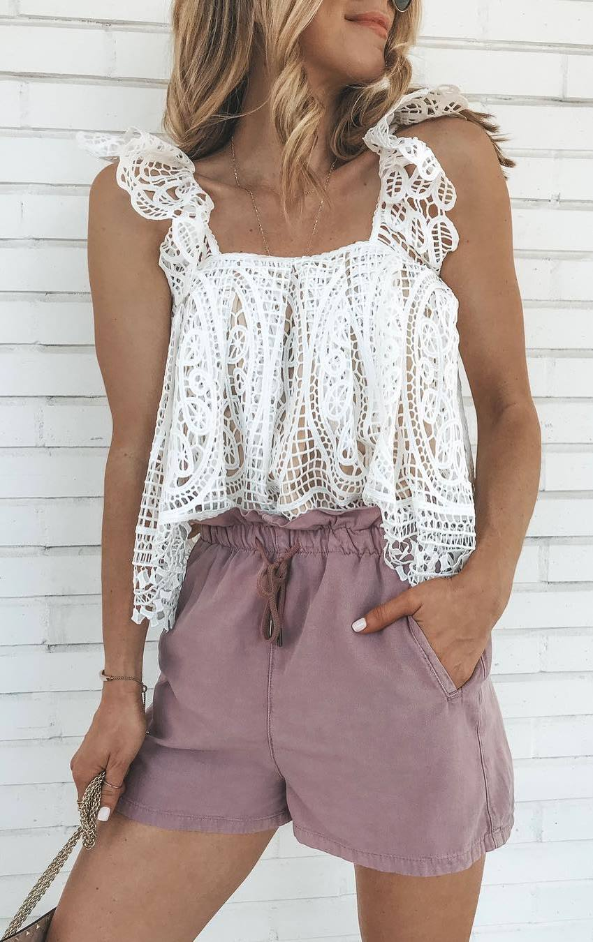 trendy summer outfit_white lace top + bag + high weist shorts