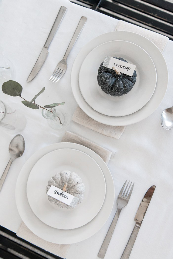 Modern Thanksgiving tablescape by The Beauty Dojo