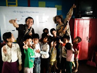Pengalaman Mengajar Siswa Sekolah Terapung di Kamboja