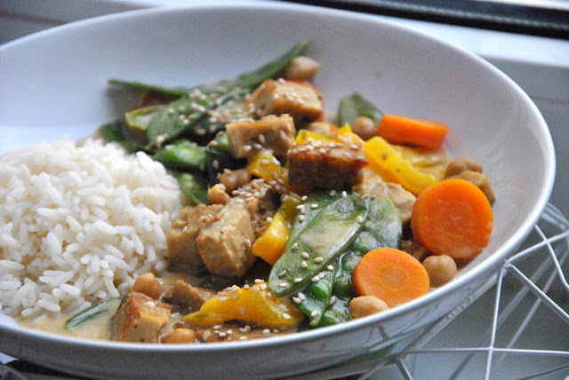 Grünes Erdnuss Curry