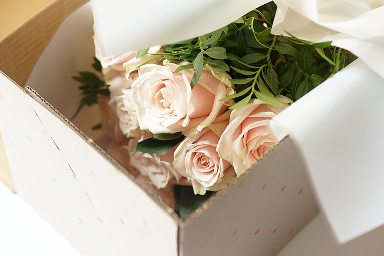 barely-there-beauty-flower-delivery-uk-pink-roses