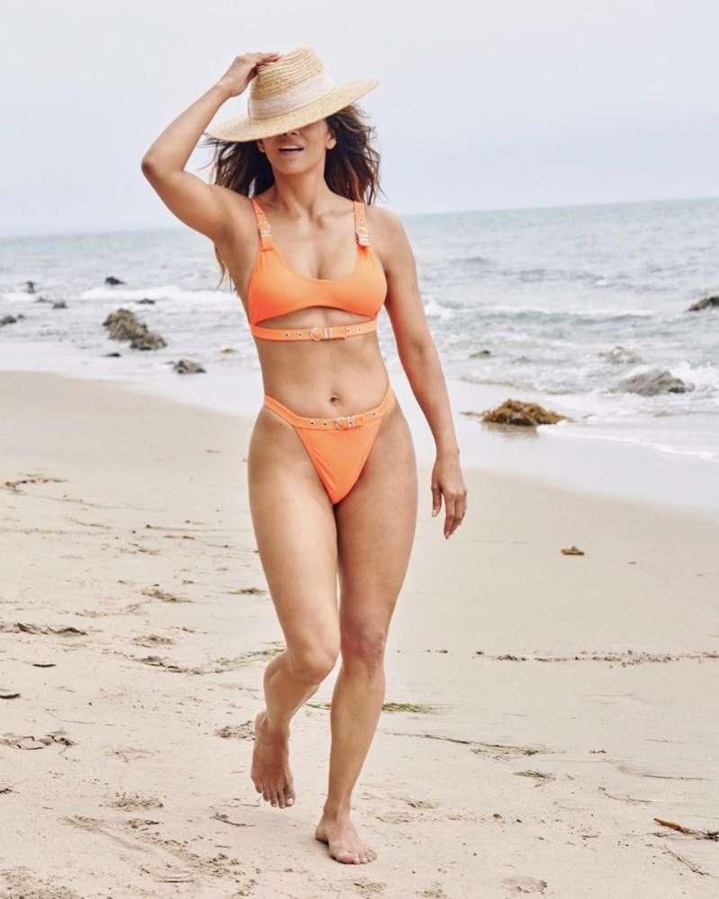 Halle Berry arrasa em biquíni laranja, 18 anos após 007 – Um Novo Dia para Morrer