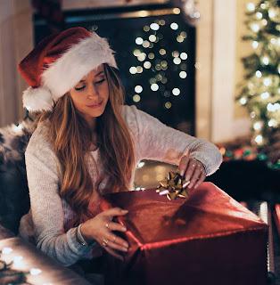Merry Christmas Girl DP
