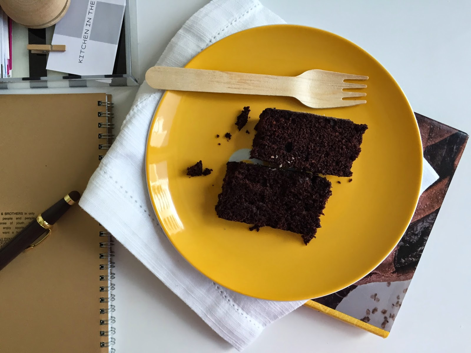 Super healthy chocolate cake aka wacky cake (no eggs, butter, milk and ... chocolate)