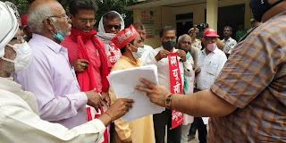 बढ़ती महंगाई के विरोध में किया प्रदर्शन, सौंपा ज्ञापन | #NayaSaberaNetwork
