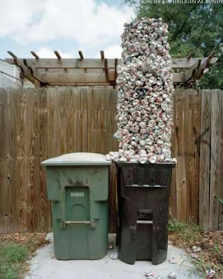 Witzige Nachbarschaftsbilder Mülltonnen - Mülltrennung Bierdosen lustig