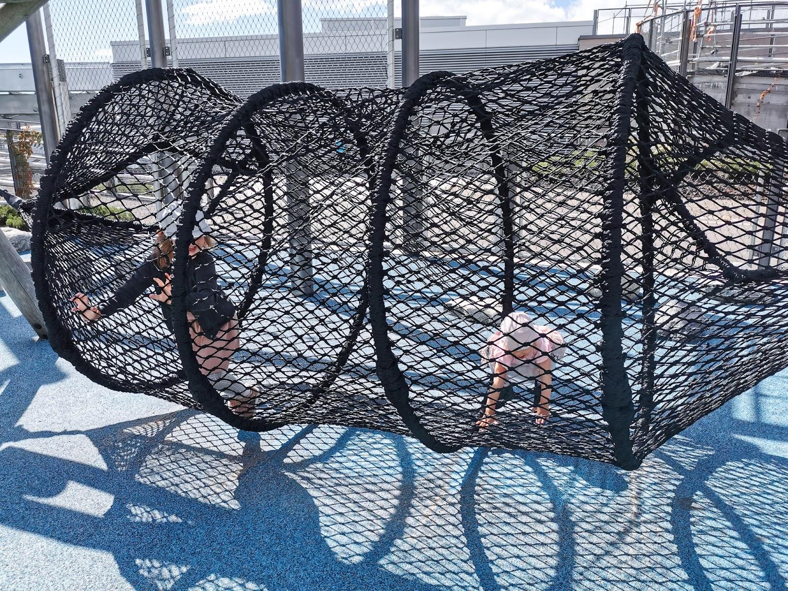 Big mamas home by Jenni S. Urbaani leikkipuisto kauppakeskuksen katolla - Kauppakeskus Redi