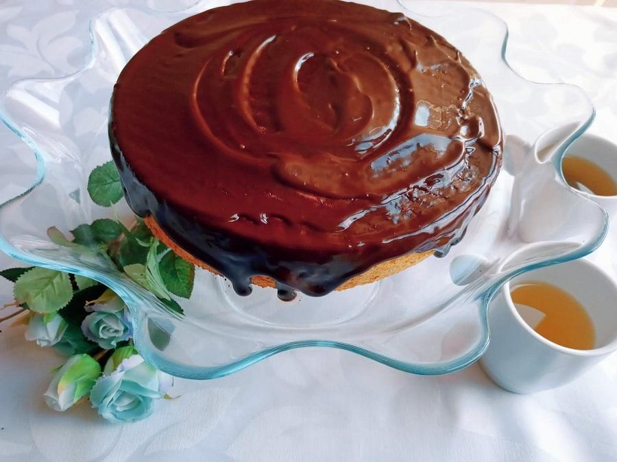 Bolo de citrinos com cobertura de chocolate