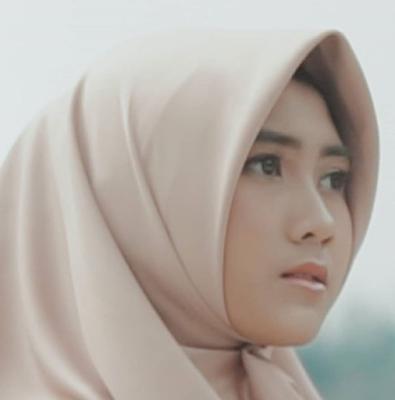 foto alfina nindiyani penyanyi sholawat tercantik
