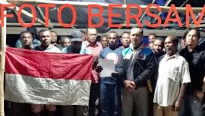 Gubernur Negara Republik Federal Papua Barat akhirnya menyerahkan diri
