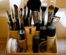 http://www.manualidadesplus.com/2012/01/organizador-para-maquillaje-paso-paso.html