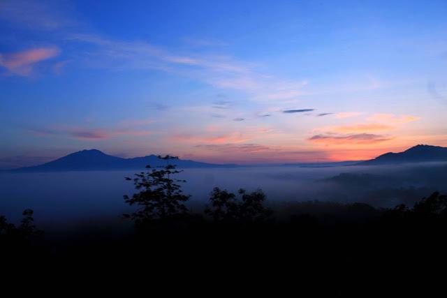 foto sunrise di gunung tawurongso