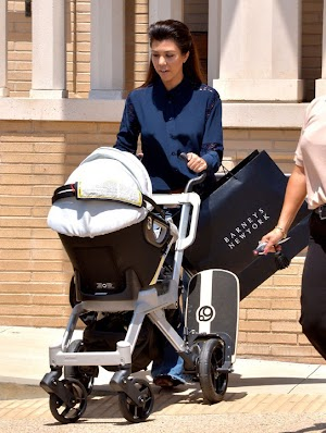 Kourtney Kardashian : baby, shopping, phone ... It is said enclosure handles all situations!