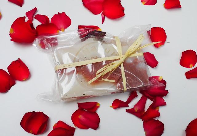różane mydło doskonale oczyszcza i pielęgnuje skórę