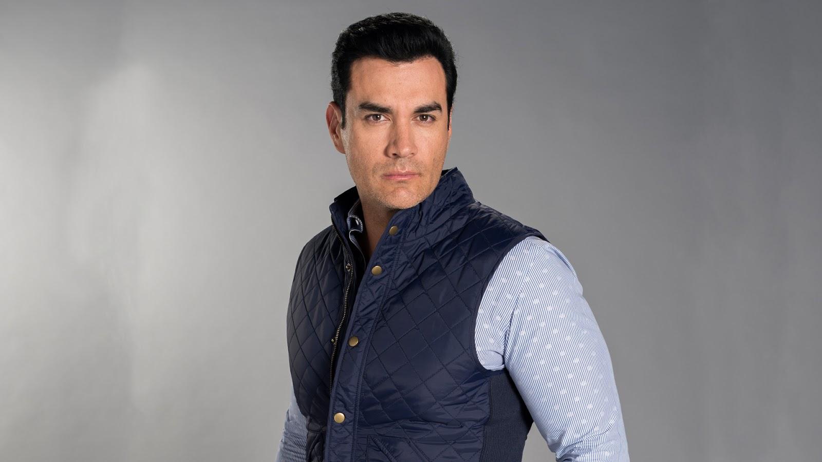 David Zepeda é Ramiro