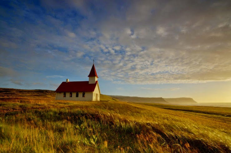 3. Breidavik, Iceland - Top 10 Houses in the Middle of Nowhere