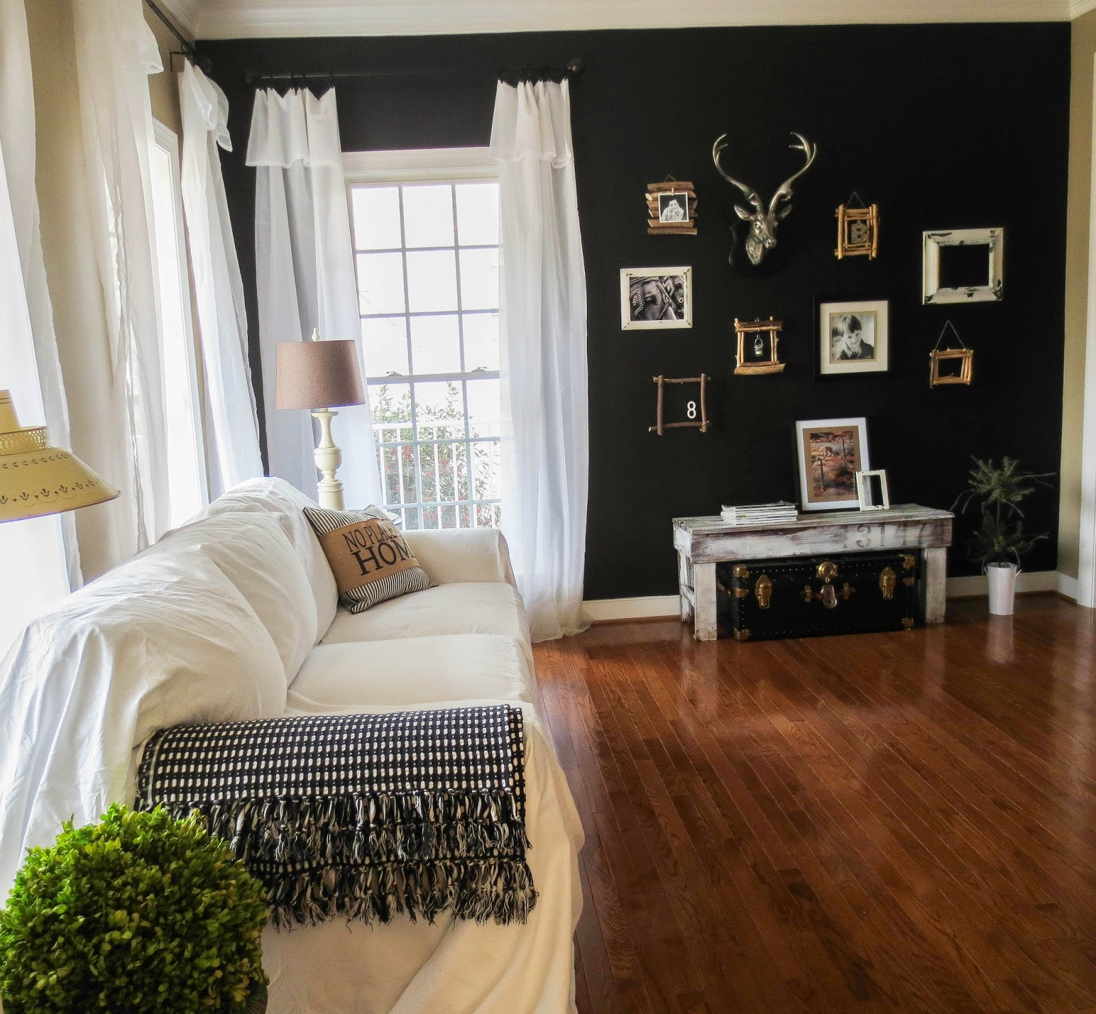 Black Wall Paint down to earth style: paint a black accent wall