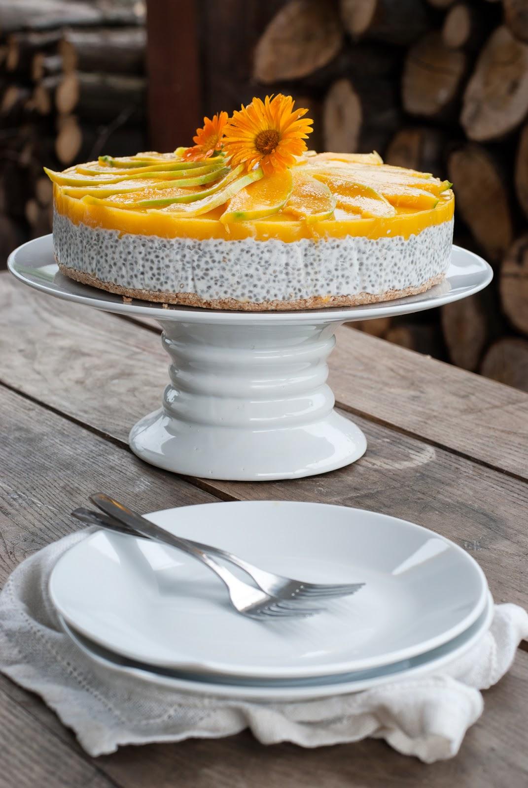 Tort na zimno z mleczkiem kokosowym i mango