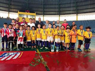 Bom de Bola Bom de Escola é a Campeã do Municipal de Futsal de Base Sub-08 de Registro-SP