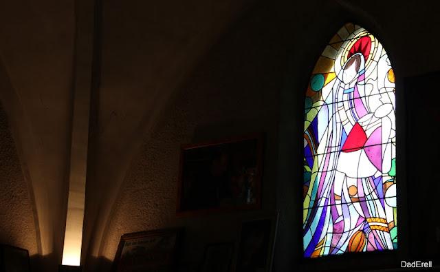 Vitrail, chapelle Notre Dame du Rugby, Larivière Saint-Savin