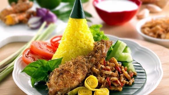 Ayam Goreng Nasi Kuning