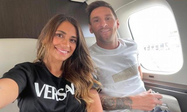 Ανέβασε φωτογραφία με τον Μέσι στο αεροπλάνο για Παρίσι η Αντονέλα