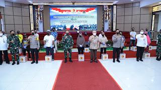 Peduli Sesama, Alumni AKABRI 1989 Serahkan 2.500 Paket Sembako dan 35.000 Masker Kepada Warga di Kaltim