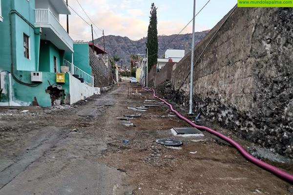 El Ayuntamiento de Los Llanos de Aridane, en la obra de asfaltado de Los Barros, sustituye más de 350 metros de tuberías de aguas de galería