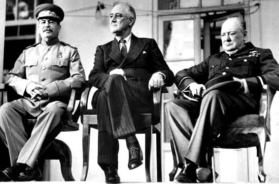 Joseph Stalin, el presidente estadounidense Franklin D. Roosevelt y el primer ministro británico Winston Churchill