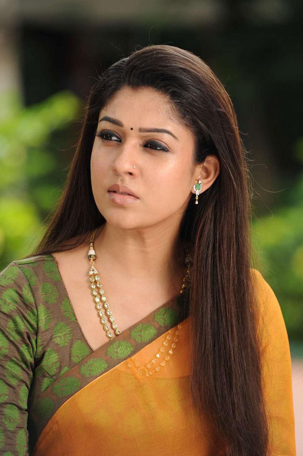 Charming Tamil Actress Nayanthara Beautiful Saree Photos