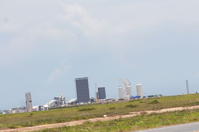 SpaceX fabrication area in distance on Day 2 return drive to Boca Chica (Source: Palmia Observatory)