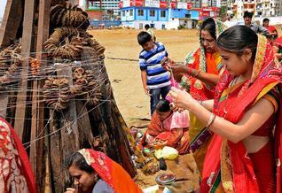 http://kamiyasindoor.com/Hindu-Festivals-2016.html