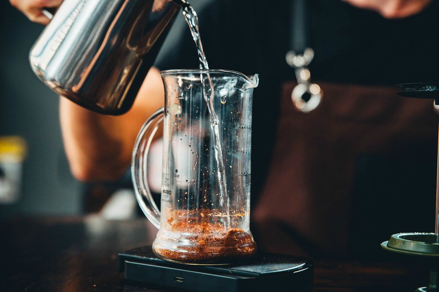 barista-pouring-coffee