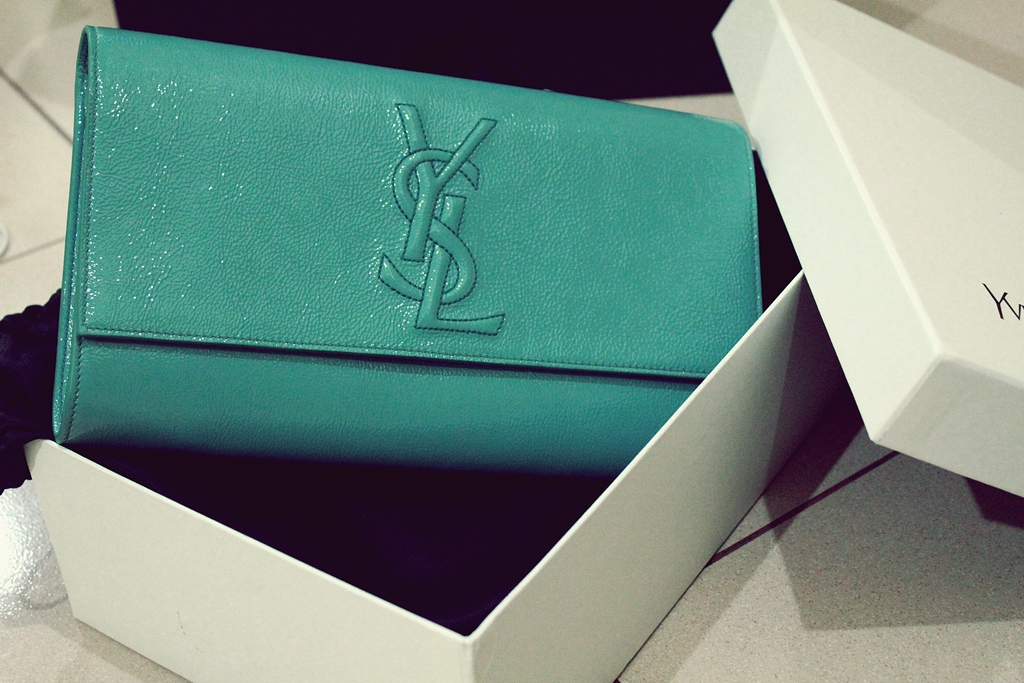 I think the clutch can go well with my silk Zara dress in green. d62f67303706d