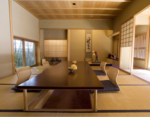 Natural modern interiors no shoe policy in japan the for Asian dining room ideas