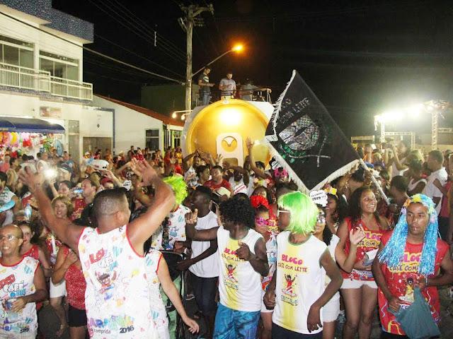 MILHARES DE PESSOAS BRINCARAM O CARNAVAL NA ILHA COMPRIDA