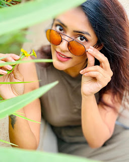 Eesha Rebba Glam Pictureshoot 19