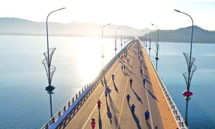 Đón bình minh trên cầu Thị Nại - Quy Nhơn
