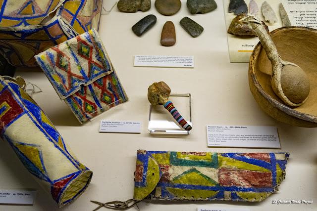 Bolsas Cuero Decoradas Lakota, Akta Lakota Museum - Chamberlain, Dakota del Sur