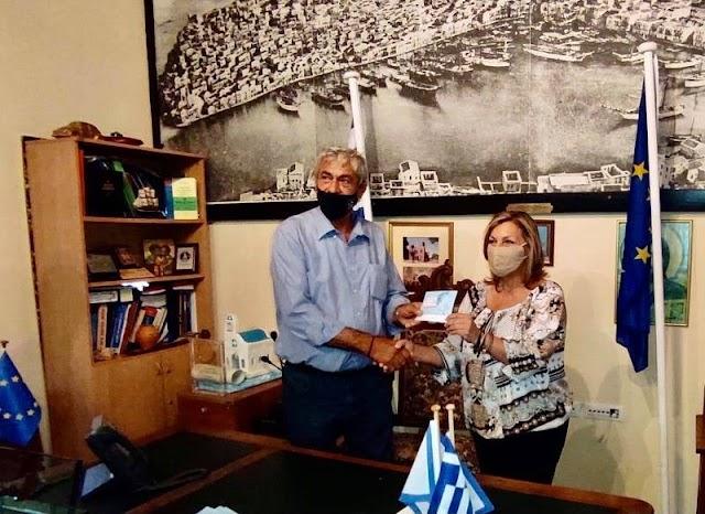 Η Χαρούλα Γιασιράνη στα εγκαίνια του πρώτου Φαρμακείου στο ακριτικό Καστελλόριζο