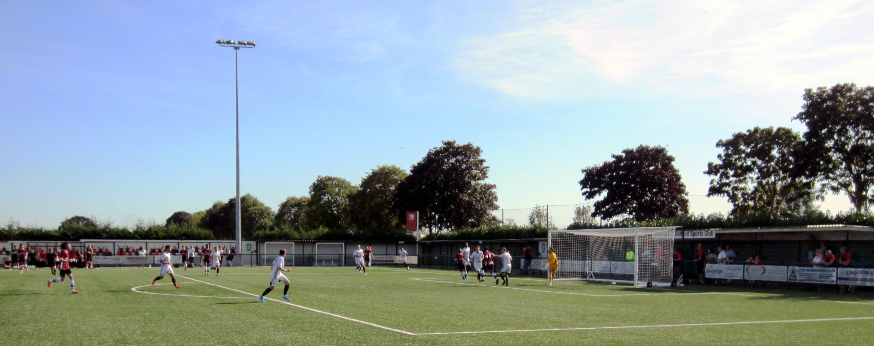 Action from the Bedfont Sports vs. Bracknell Town game