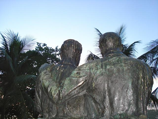 Monumento aos puxa-saco/Foto: Marcelo Migliaccio