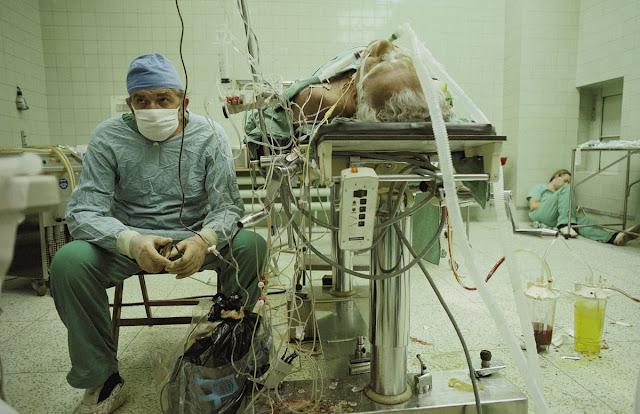 Фотография из операционной, которая прославилась на весь мир. Какова судьба пациента - учителя?