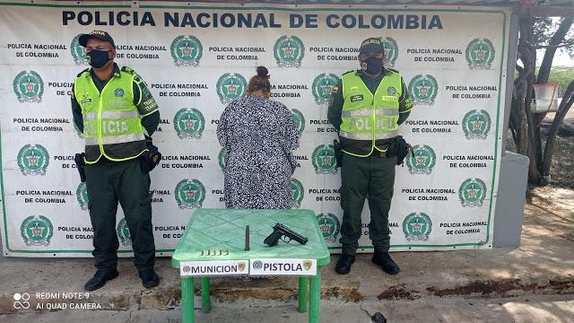 hoyennoticia.com, Capturada  mujer armada con una pistola traumática