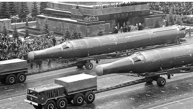 Mengapa Warisan Senjata Nuklir Soviet hanya Tersisa di Rusia?