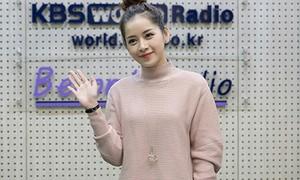 Phim Chi Pu giản dị vẫn xinh khi đi phỏng vấn với đài KBS-2016