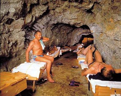Спелеотерапия: подземные лечебницы  в соляных, сильвинитовых и карстовых пещерах, радоновых штольнях Бад-Гаштайн (Bad Gastein)